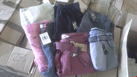 Lot 7008 BOX OF 21 ASSORTED MENS SHORTS TO INCLUDE CROSS HATCH JACAMO AND FLINTOFF