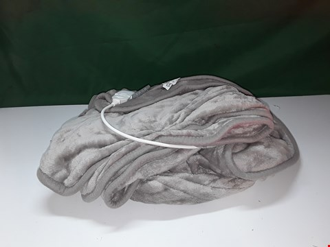 Lot 122 COZEE HOME HEATED THROW MINK GREY