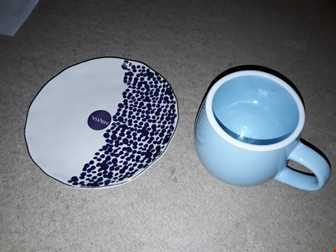 Lot 4686 LOT OF 2 ITEMS TO INCLUDE SNUG MUGS SET AND MIKASA AZORES SPECKLE SIDE PLATE SET RRP £64.99