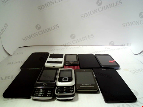 Lot 654 LOT OF APPROXIMATLEY 10 ASSORTED MOBILE PHONES AND SMARTPHONES ETC