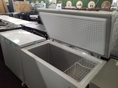 Lot 8535 SWAN SR4180W WHITE 282 LITRE CHEST FREEZER  RRP £259.00