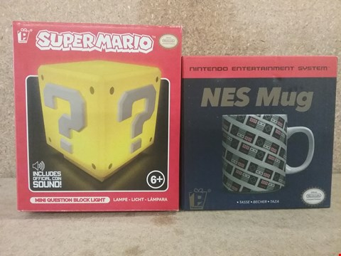 Lot 332 2 BRAND NEW BOXED ITEMS TO INCLUDE MINI QUEST BLOCK LIGHT AND NES MUG