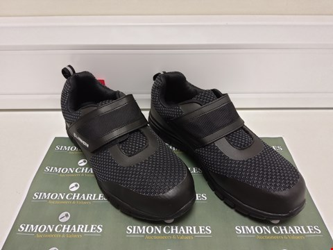 Lot 3037 PAIR OF LANMERN SAFETY SHOES SIZE 8