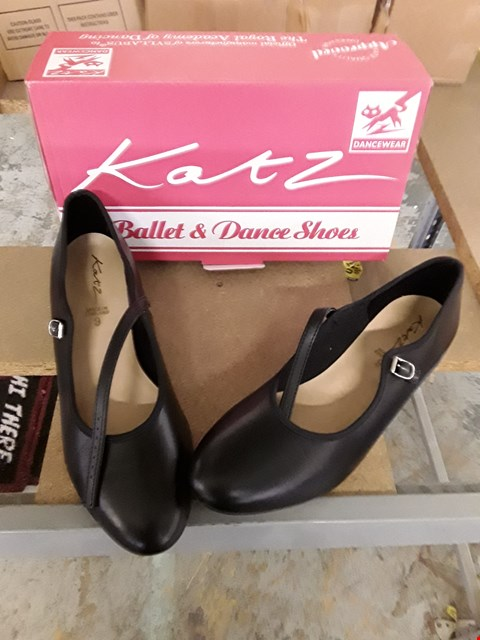 Lot 11088 BOX OF APPROXIMATELY 15 ASSORTED DANCING SHOES TO INCLUDE KATZ BALLET & DANCE SHOES - VARIOUS SIZES