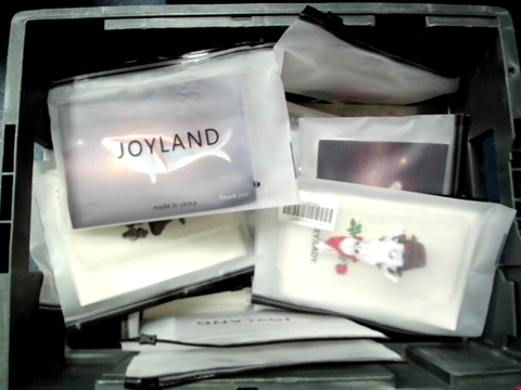 Lot 10625 BOX OF LARGE QUANTITY OF ASSORTED PHONE CASES