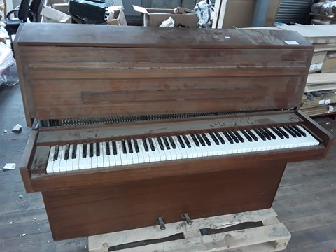 Lot 90 PALLETISED PIANO