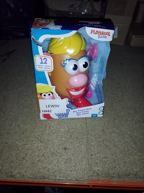 Lot 497 GRADE 1 PLAY DOH PULL ALONG CADDY AND PLAYROOM FRIENDS MRS POTATO HEAD RRP £40.00