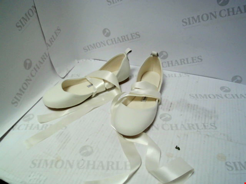 Lot 16172 LOT OF APPROXIMATELY 9 PAIRS OF UNBOXED SHOES TO INCLUDE THE WHITE RIBBON, TRESSPASS, OLIVIA HAPTON ETC.