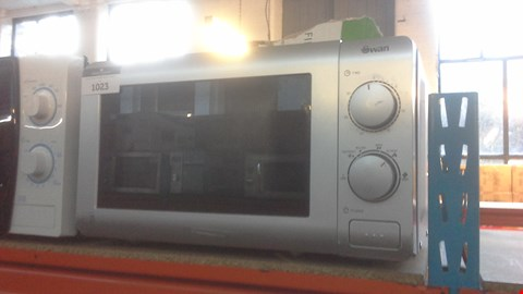 Lot 1023 SWAN SM22090S ESSENTIAL 20L MICROWAVE IN SILVER  RRP £64.99