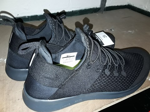 Lot 25 UNBOXED PAIR BLACK LACE UP TRAINERS IN THE STYLE OF NIKE FREE RUNNING SIZE UK 8