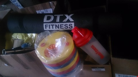 Lot 5588 BOX OF SPORTS AND FITNESS ITEMS TO INCLUDE DTX FITNESS MAT AND 6 PACK EMS ETC