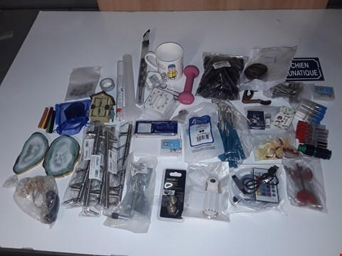 Lot 118 BOX OF ASSORTED SMALL HOMEWARE ITEMS TO INCLUDE LED LIGHT STRIP, MUG, DRAWER HANDLES, KITCHEN TIMER, DRILL BITS