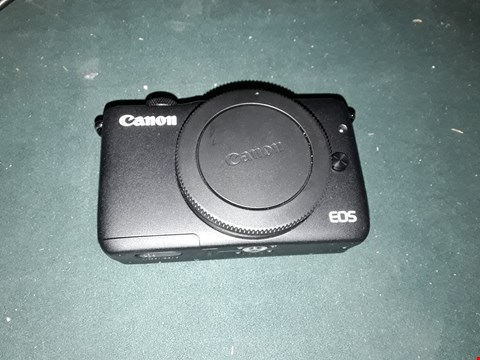 Lot 2362 GRADE 1 BOXED CANON EOS M10 DIGITAL CAMERA KIT WITH 15-45MM LENS RRP £450