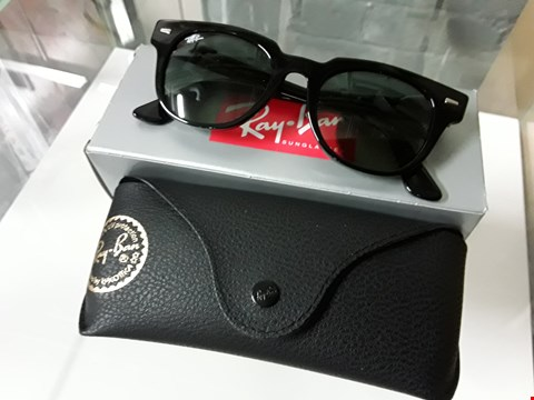 Lot 8150 PAIR OF RAY BAN STYLE SUNGLASSES
