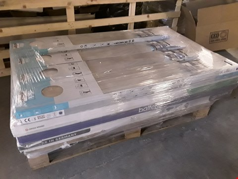 Lot 3037 PALLET OF ASSORTED LAMINATE FLOORING