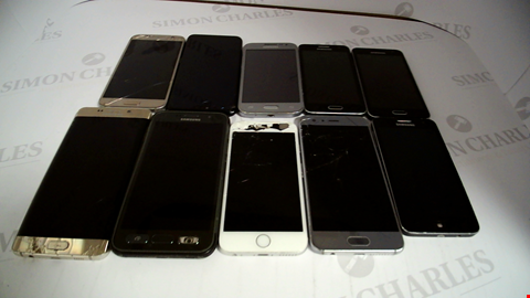 Lot 17371 LOT OF 10 ASSORTED MOBILE PHONES TO INCLUDE SAMSUNG AND APPLE