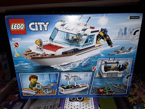 Lot 5068 LEGO CITY DIVING YACHT