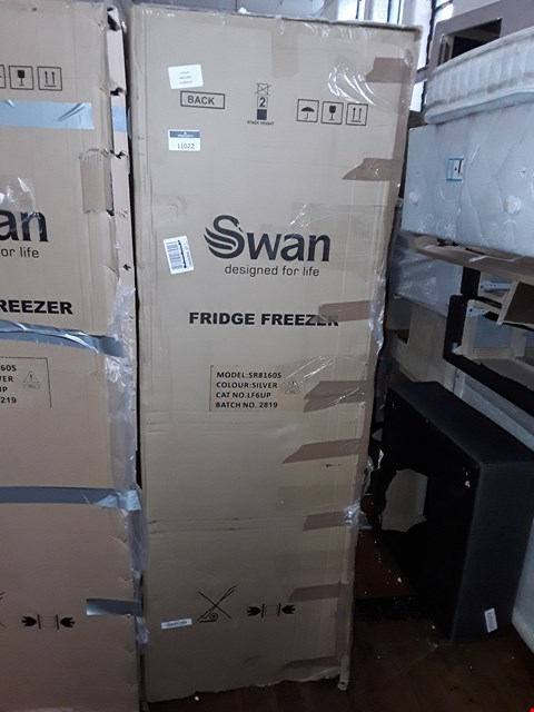 Lot 11022 SWAN SR8160S 50/50 FRIDGE FREEZER IN SILVER