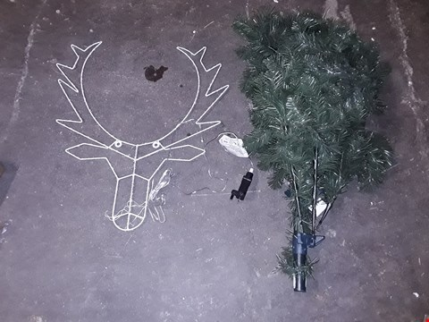 Lot 868 LOT OF 2 ASSORTED ITEMS TO INCLUDE 50CM LED DEER HEAD WALL DECORATION & A GREEN PLASTIC SMALL TREE