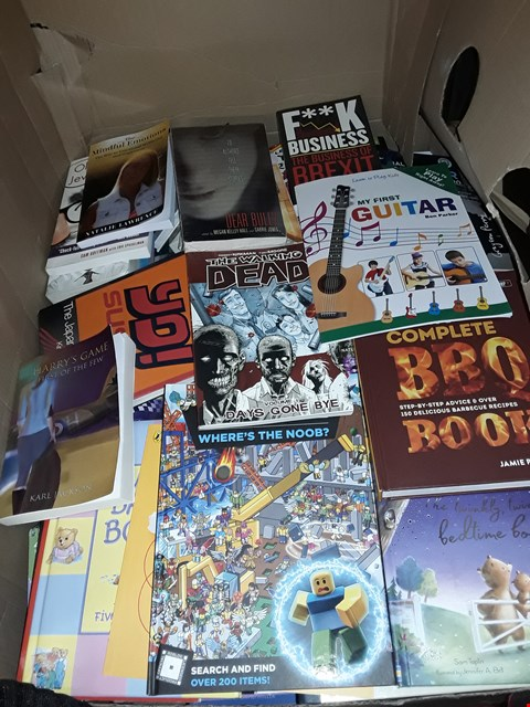 Lot 5179 CAGE OF ASSORTED BOOKS TO INCLUDE THE WALKING DEAD GRAPHIC NOVEL, ROBLOX WHERE'S THE NOOB AND VARIOUS CHILDREN'S BOOKS