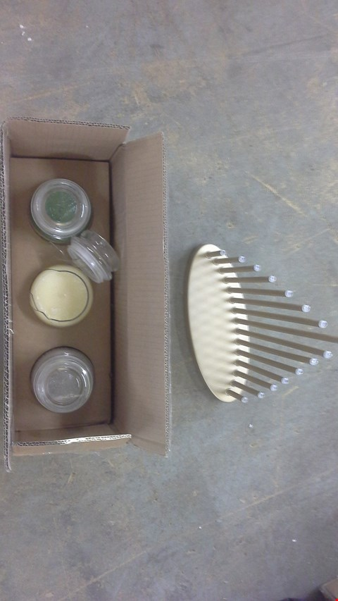 Lot 2034 A LOT IF 2 ITEMS TO INCLUDE CANDLE BRIDGE AND A BOX CONTAINING 3 YANKEE COOL CHRISTMAS MINT AND BALSAM & CLOVE.