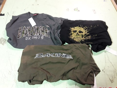 Lot 1790 LOT OF APPROXIMATELY 10 ASSORTED DESIGNER CLOTHING ITEMS TO INCLUDE 3 DAKINE PRINT T-SHIRTS IN A VARIETY OF COLOURS
