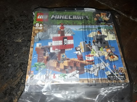 Lot 4082 LEGO MINECRAFT PIRATE SHIP 21152 RRP £63.00