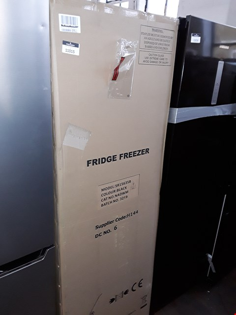 Lot 11015 SWAN SR15635B FREESTANDING 50/50 FRIDGE FREEZER IN BLACK
