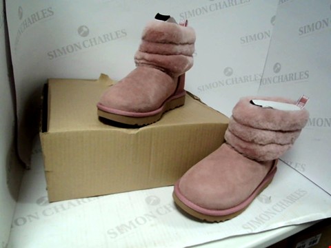 Lot 4058 BRAND NEW BOXED UGG W FLUFF MINI QUILTED PINK ANKLE BOOTS - SIZE 5