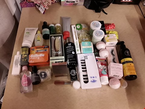 Lot 2207 BOX OF APPROXIMATELY 57 ASSORTED ITEMS TO INCLUDE ESTEE LAUDER PURE COLOR LOVE LIQUID LIP, THE BODY SHOP, MORINGA BATH BUBBLE AND GILLETTE FUSION 5 RAZOR BLADES ECT (BOX NOT INCLUDED)