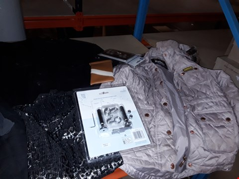 Lot 1492 BOX OF APP23 ASSORTED ITEMS TO INCLUDE BARBOUR PADDED JACKET, DENIM JACKET AND EVERLAST GILET ECT