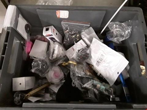 Lot 34 BOX OF APPROXIMATELY 70 ASSORTED ITEMS TO INCLUDE KITCHEN  GADGETS, TOOLS, HARDWARE ACCESSORIES ETC