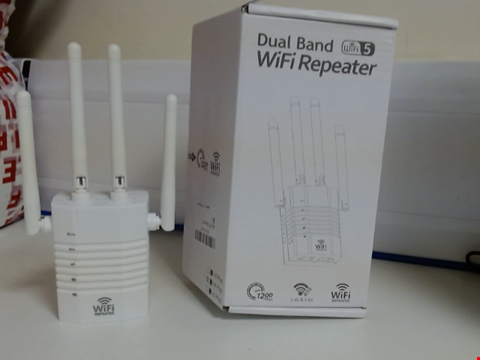 Lot 6520 DUAL BAND WIFI REPEATER