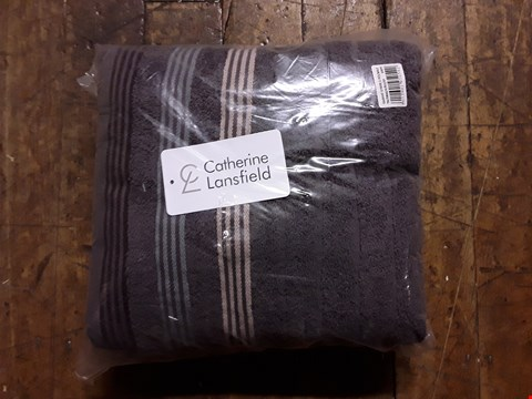 Lot 1424 BRAND NEW 2 PACK GARRETT STRIPE BATH SHEETS RRP £34