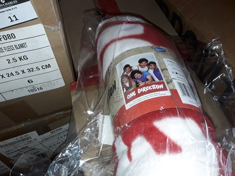 Lot 11 4 BOXES TO AMOUNT TO APPROXIMATELY 24 ONE DIRECTION CRAZE FLEECE BLANKETS