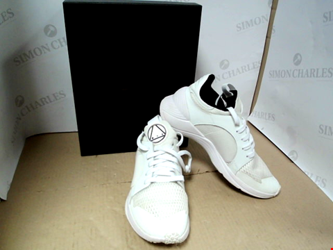 Lot 7041 MCQ ALEXANDER MCQUEEN GISHIKI LOW OPEN MESH + CALF WHITE TRAINERS - SIZE 6 UK