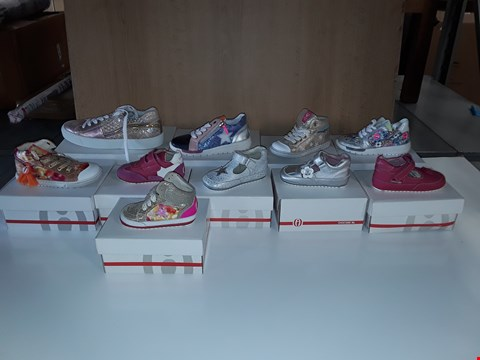 Lot 12800 LOT OF APPROXIMATELY 20 ASSORTED PAIRS OF SHOESME INFANT/CHILD SHOES