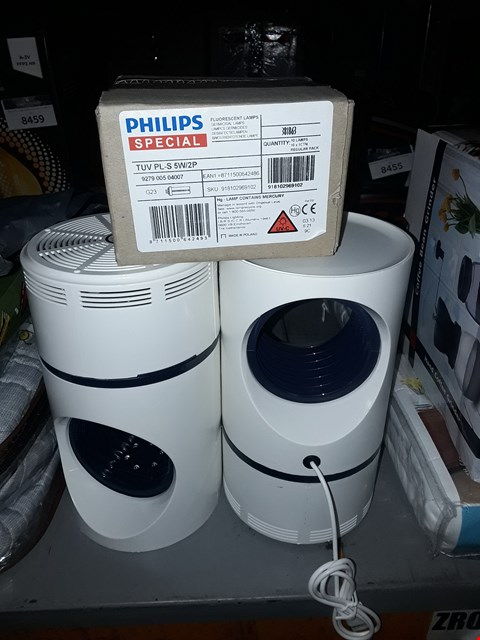 Lot 8456 LOT OF 3 ASSORTED ITEMS TO INCLUDE 2 FANS AND A PACK OF PHILIPS SPECIAL FLUORESCENT LAMPS