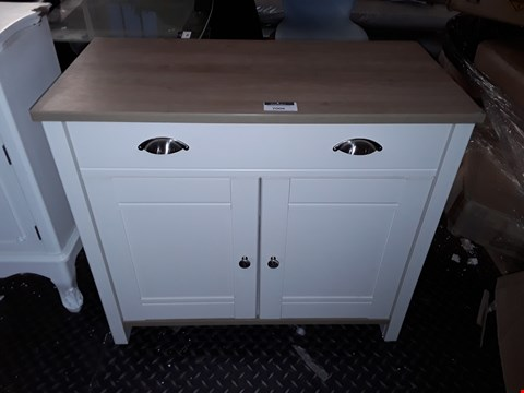 Lot 7006 DESIGNER WHITE PAINTED WOOD AND OAK EFFECT TOP 2 DOOR 2 DRAWER SIDEBOARD