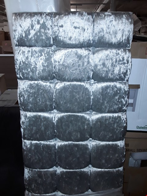 Lot 1172 QUALITY BAGGED SILVER CRUSH EFFECT BUTTON DETAIL 4FT6 HEADBOARD