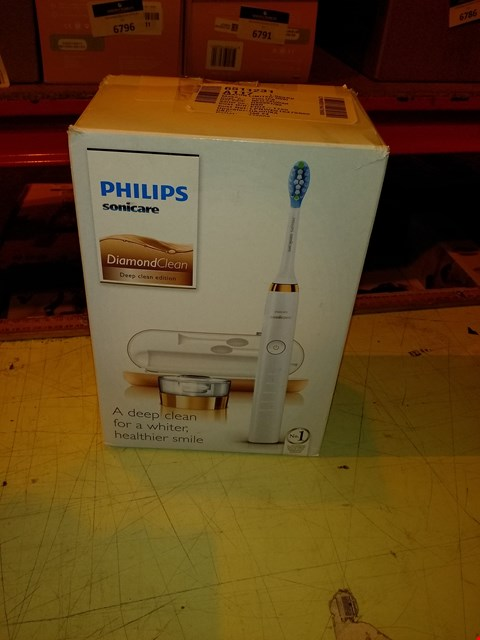 Lot 6788 PHILIPS SONICARE DIAMOND CLEAN ELECTRIC TOOTHBRUSH