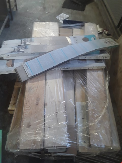 Lot 941 PALLET OF APPROXIMATELY 13 PACKS OF ASSORTED LAMINATE FLOORING