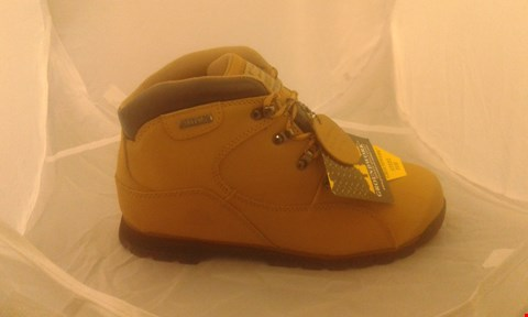 Lot 2098 PAIR OF GROUNDWORK SAFETY BOOTS SIZE 7