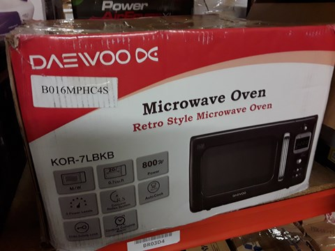Lot 3082 DAEWOO RETRO STYLE MICROWAVE OVEN