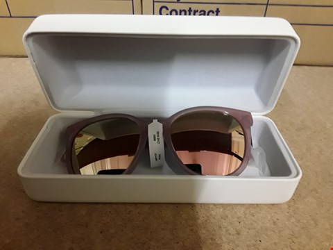 Lot 2256 POLAROID SQUARE FRAMED SUNGLASSES IN PINK
