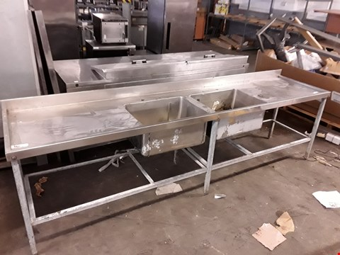 Lot 9064 LARGE STAINLESS STEEL RECTANGULAR 2-SINK CATERING STATION