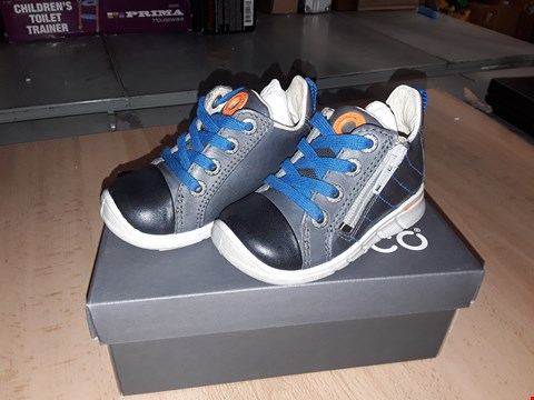 Lot 12272 BOXED ECCO CHILDRENS DARK GREY LACE/ZIP UP LEATHER TRAINERS UK CHILDRENS SIZE 4