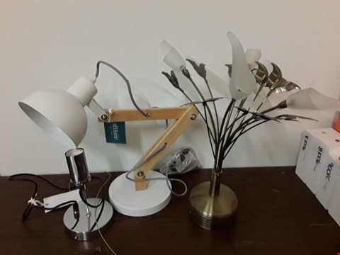 Lot 9182 LOT OF 3 ASSORTED LIGHTING ITEMS TO INCLUDE WOODEN AND WHITE ADJUSTABLE DESK LAMP