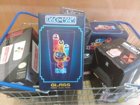 Lot 657 10 BRAND NEW ITEMS TO INCLUDE A MARVEL COLOUR CHANGE GLASS, A CALL OF DUTY NUKETOWN HEAT CHANGE MUG AND A PAC-MAN GLASS. BASKET NOT INCLUDED