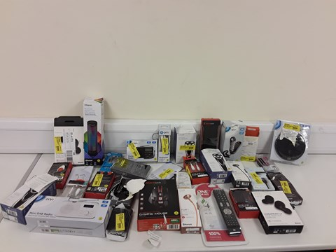Lot 305 LOT OF APPROXIMATELY 30 ASSORTED ELECTRONIC ITEMS TO INCLUDE GAMING MOUSE, MIXX AUDIO HEADPHONES, MINI DAB RADIO ETC
